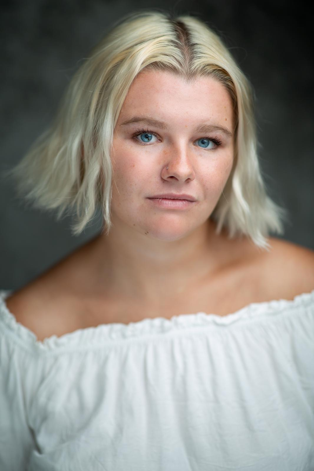 Poppy Moore york female wedding photographer