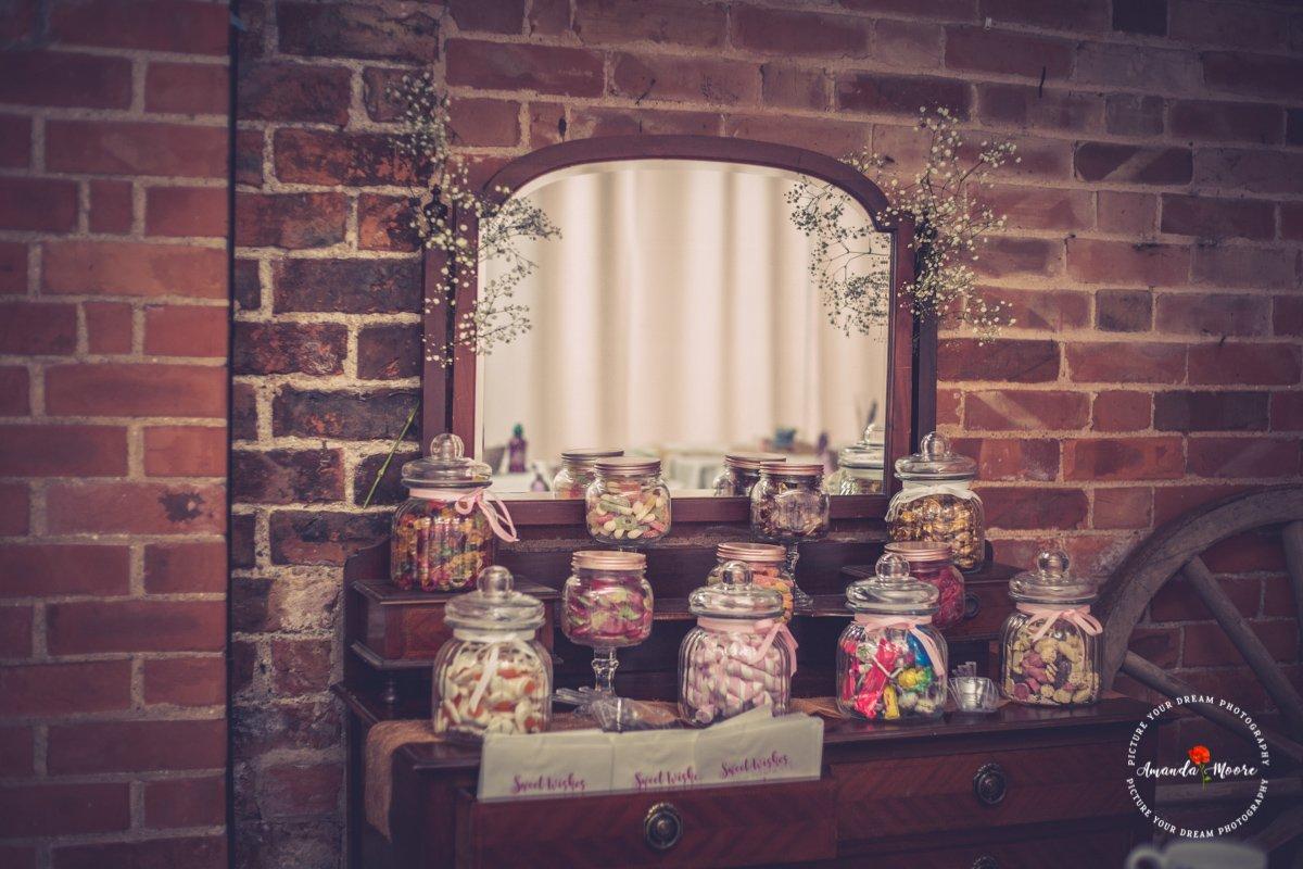deighton lodge sweets at wedding